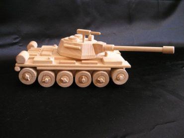 Russisches Panzer T72 Holzspielzeug, mobil mit rotierendem Turm und Maschinengewehr.
