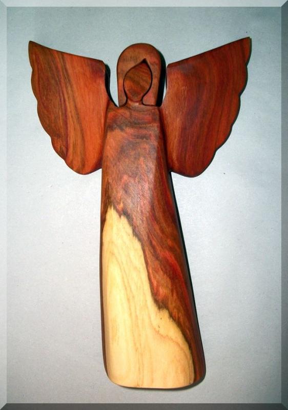 Geschnitzter hölzerner Engel, Pflaumenholzstatuette, 23 cm