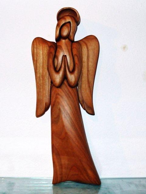 Geschnitzter Engel aus Holz mit Heiligenschein. 25 cm, Statuette