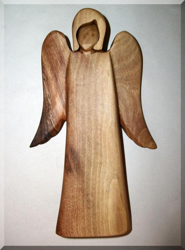 Statuette eines hölzernen Engels, Pflaumenholz, Holzschnitzerei 18 cm, Nr. 147