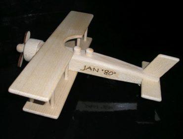 Holzspielzeuge Flug