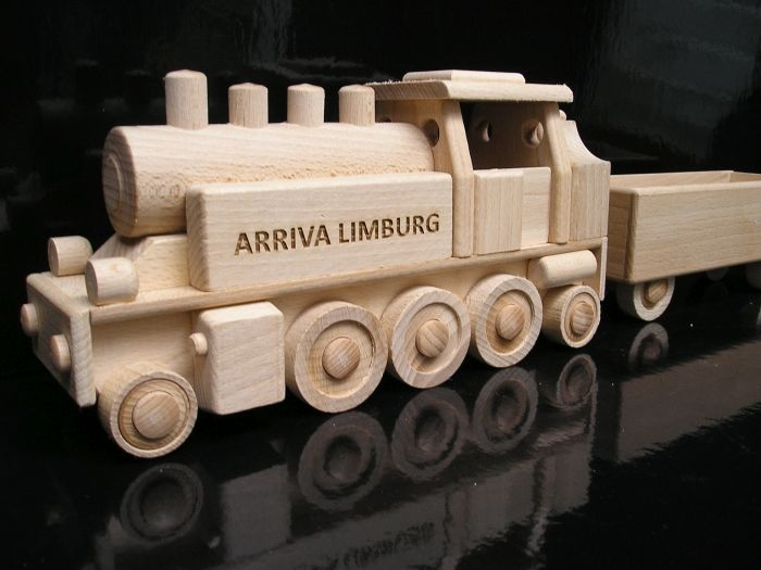 Dreiachsige Dampflokomotive DR Holzspielzeug – Geschenke für Kinder Lokführer