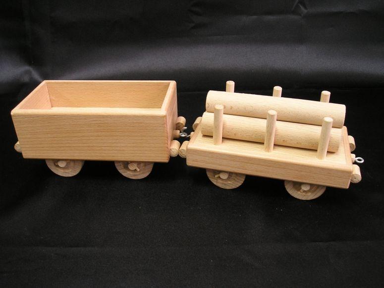 Anhänger zur Lokomotive. Holzspielzeug