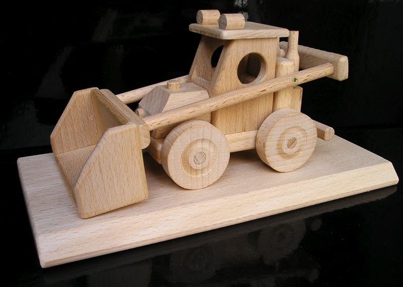 Landwirtschaftlicher Lader auf einem Geschenkstand Holzgeschenke Bulldozer