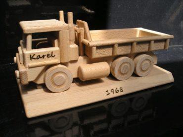 TATRA LKW auf einer Basis Holzgeschenke für den Fahrer des Fahrers