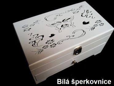 Weiße hölzerne Schmuckschatulle mit Schubladen und Schmetterlingsdekoration