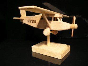 Naturspielzeug aus der Tschechischen Republik. Qualität und Langlebigkeit. Sicheres Spielzeug für Kinder. Wir brennen den Namen, das Datum usw. auf die Spielzeuge. Optional. Es ist möglich, das Verbrennen im Eshop zu bestellen.