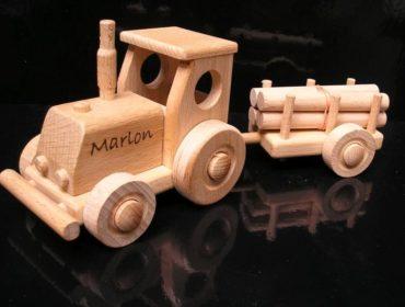Kinder Holztraktor