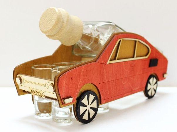 Geschenkflasche für Alkohol Škoda 110 R, erko für Fahrer-erko