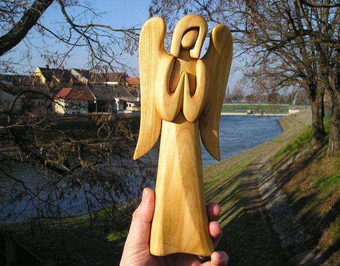 Engels Gigur aus Holz