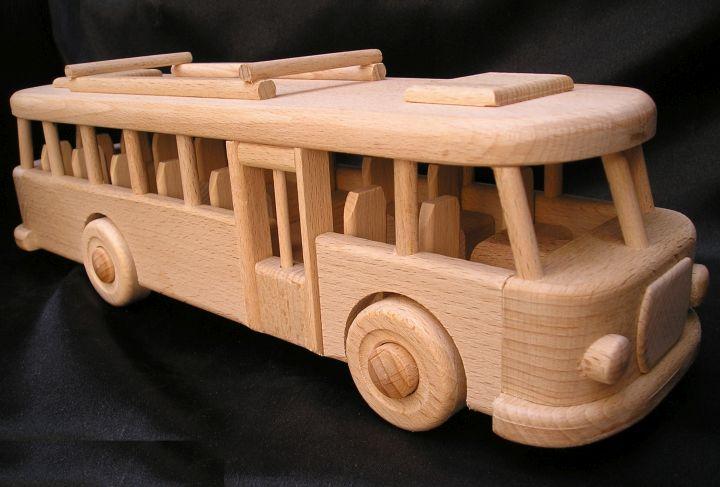 Holzspielzeug – RTO-Bus