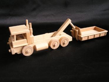 Spielzeugtrator mit Klinge und Last Spielzeugauto