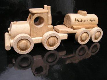 drevený kamión | hračka z dreva|Cisternové vozidlo - drevená hračka | darček na podstave