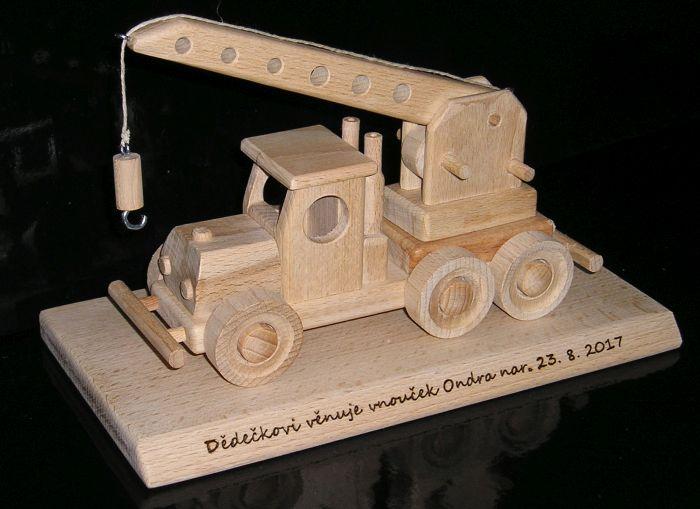 Kran – ein Holzgeschenk, ein Spielzeug für Jungen