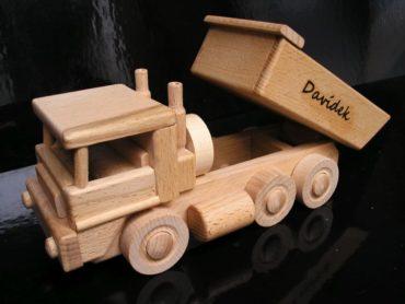 Tatra-Lastwagen und Bulldozer aus Holzspielzeug