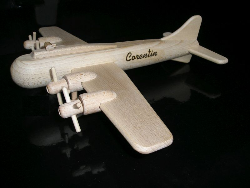 Holzflugzeug für Kinder