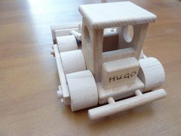 Tatra-LKW und Bulldozer aus Holzspielzeug aus Holz Tatra-LKW und Bulldozer aus Holzspielzeug aus Holz