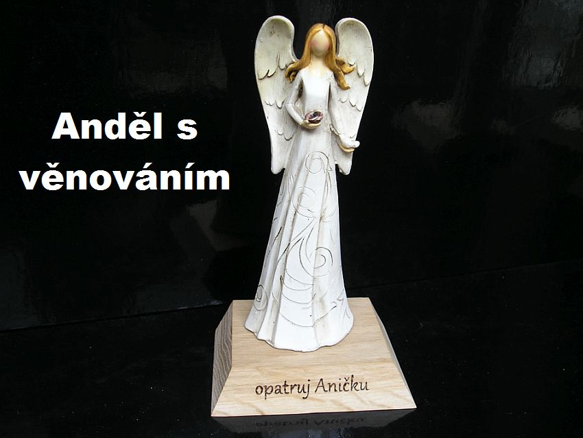 Engel Statuette auf Sockel