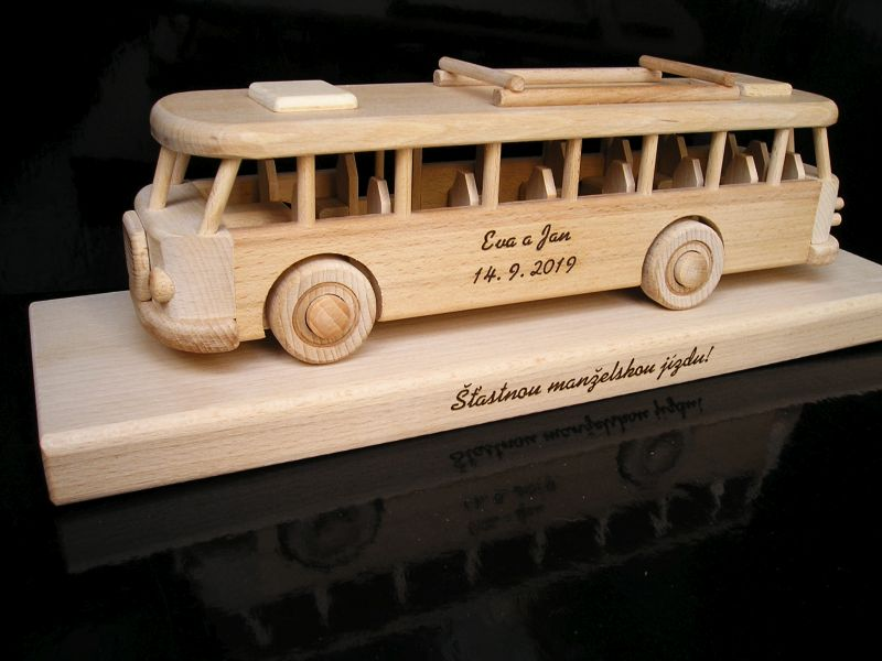 Holzbus mit Sockel, ein Luxusgeschenk für Busfahrer
