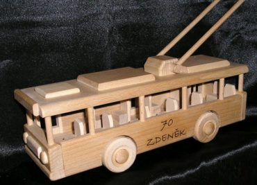 Trolleybusse, Holzspielzeug, Holzgeschenke
