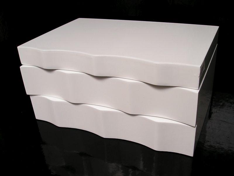 Weißer Holzlagerraum mit Schubladen und Spiegel Weißer Holzjuwelier mit Schubladen und Spiegel Weißer Holzjuwelier mit Schubladen und Spiegel
