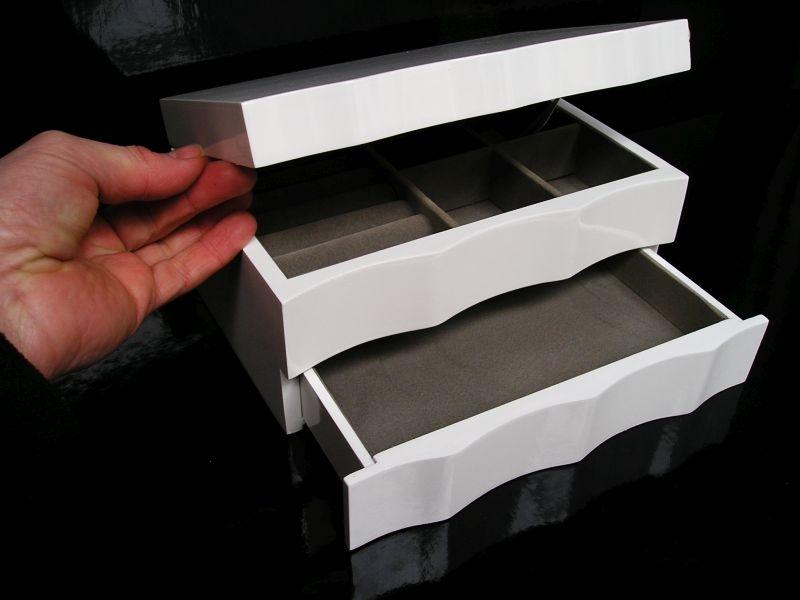 Biela drevená šperkovnica poschodová s zásuvkami a zrkadlom