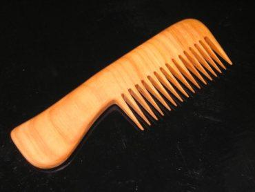 Holzkamm für Haare