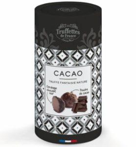 Schokoladentrüffel mit heißem Kakaopulver aus Frankreich überzogen