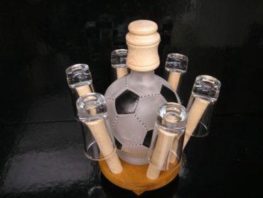 Geschenk für einen Fußballspieler Ein Geschenk für einen Fußballspieler Geschenkflasche, Flasche, Alkoholglas